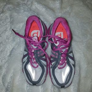 Brooks Shoes - Brooks Pure Codence size 6 tennis shoes