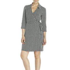Laundry by Shelli Segal Dresses & Skirts - Laundry by Shelli Segal wrap dress