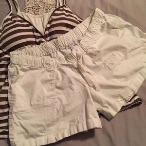 A Pea in the Pod Pants - White Maternity shorts size large