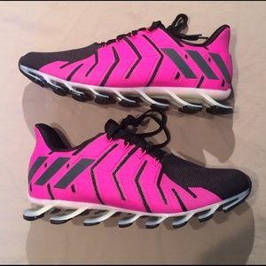 Le adidas donne springblade pro dimensioni 95 poshmark