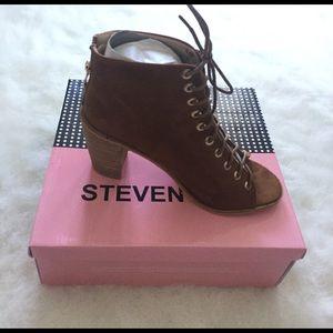 Shoes - *Brand New* Camel zip peep tie boot