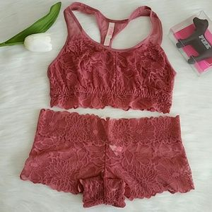 Nwt Pink Vs Bralette size S &Lace Boyshort Size S