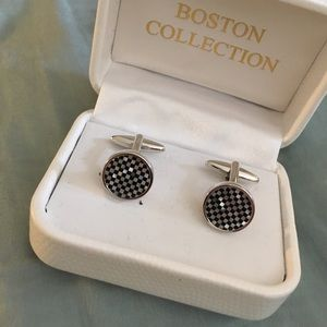 Boston Collection Other - 🎉HP x 2!!!🎉 Checkerboard pattern cuff links BNIB