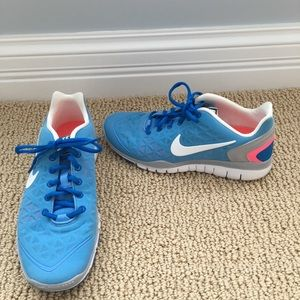 Nike Shoes - Women's Nike free fit 2 shoes size8.5