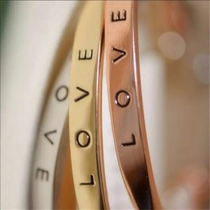 Jewelry - 🆕NEW Love Stamped Bangle Bracelet in Gold