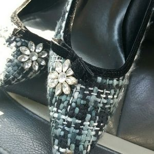Highlights Shoes - Darling heel with rhinestone flowers