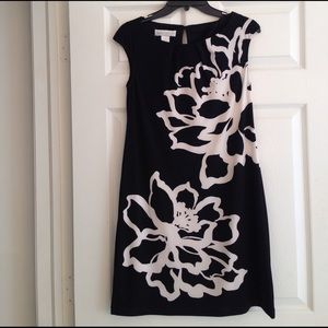 London Times Dresses & Skirts - GRAPHIC BLACK & WHITE CAP SLEEVE DRESS
