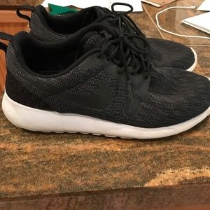 Nike roshe run (men's size 8)