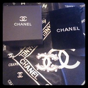 chanel Jewelry - White brooch pin