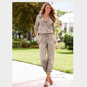 PERFECT FOR SPRING! Beautiful light jumpsuit M8/10