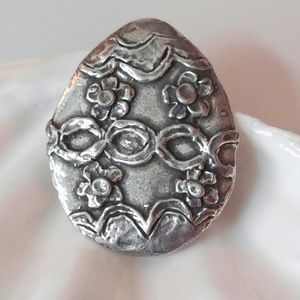 Jewelry - Vintage Easter egg brooch Antiqued Silver