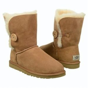 UGG Shoes - Sale 💥Ugg Bailey Button 9