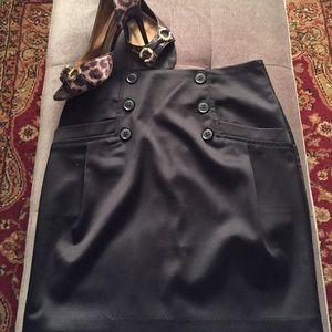 Super cute black mini pencil skirt!