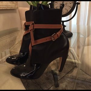 Yves Saint Laurent Shoes - Designer black bootie