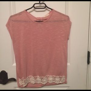 Soprano peachy/pink top with lace trim - Sz L 14