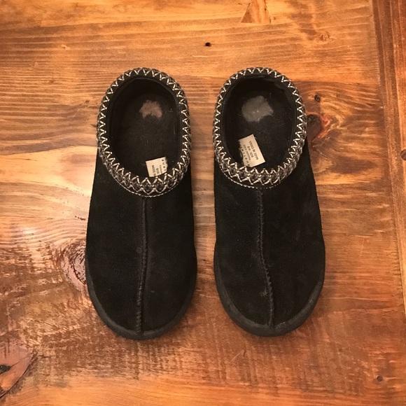 408ddf8db21 UGG TASMAN slippers. Women's size 8. Black.