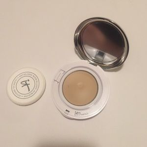 it cosmetics  Other - It cosmetics cream compact foundation in fair