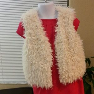 Forever 21 Other - ❤ Girls casual vest slvl cream faux fur Forever 21