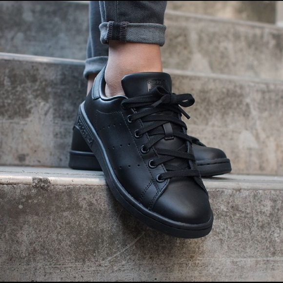 e0eb696fc94 Adidas All Black Stan Smiths M20327 Sz 6.5 (~39.3)