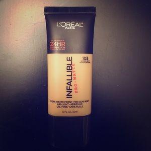 L'Oreal Other - L'ORÉAL infallible pro-matte liquid foundation