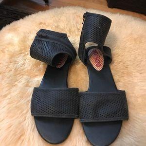 80%20 Shoes - 80%20 Black Flat Sandals
