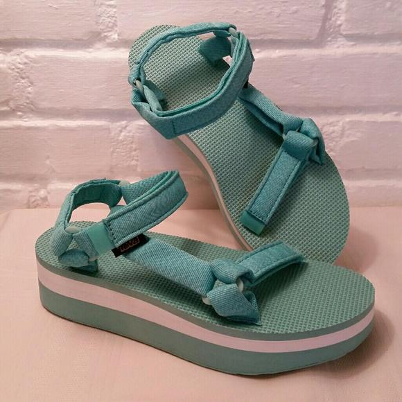 6a712a3d7dd3 Teva Flatform Universal Platform Sandals Green. M 58aba656eaf030bd441cc045