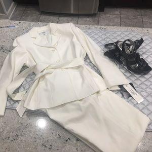 Le Suit Jackets & Blazers - Ivory/White Women's Suit