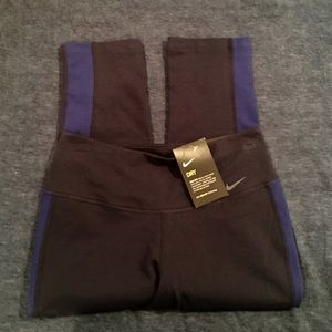 Nike Pants - NWT Nike Crop Leggings