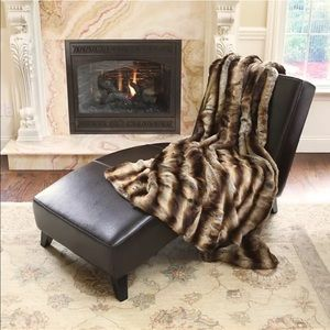 Gramerci Park Other - 💥 Last One 💥 50x60 in Plush Faux Fur Blankets