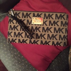 Michael Kors Handbags - Authentic MICHAEL KORS Large Clutch/wristlet