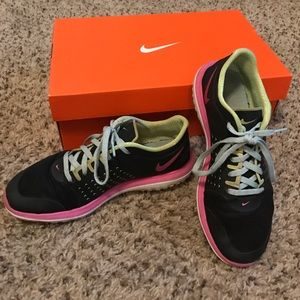 Nike Other - Nike tennis shoes youth size 4