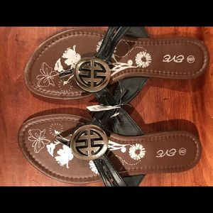 Eve Shoes - NWT summer sandals.