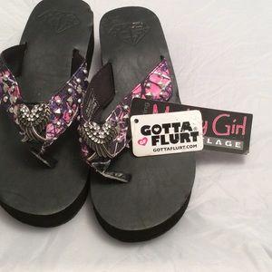 Gotta Flurt Shoes - NWT pink camo flip flops angel wings sz 8
