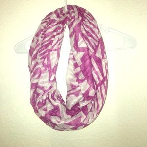 Accessories - Magenta and white infinity scarf!