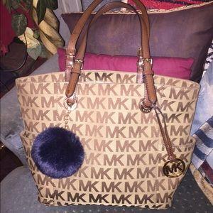 Michael Kors Handbags - EUC* Authentic MK JET SET tote in chocolate/beige