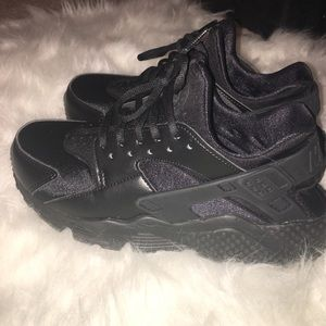 Nike Shoes - Nike huarache size 7.5 women