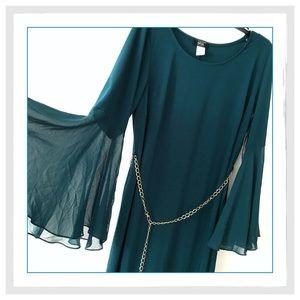 MSK Dresses & Skirts - 🎉🎉HP🎉🎉✨{Plus} Emerald Bell Sleeve Shift Dress✨