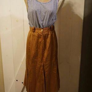 Vintage tan Italian belted skirt fluted botton