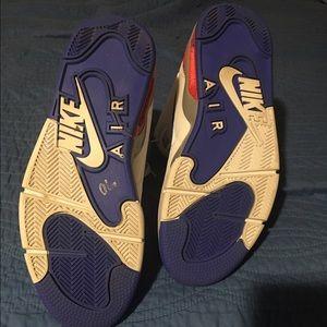 26d6aba5fe34 Nike Shoes - Nike Pump Force 180