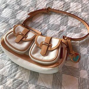 Handbags - 🎉Dooney & Bourke small white leather bag🎉