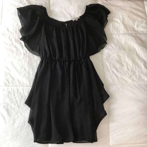 Velvet Torch Dresses - MOVING SALE❗️Flutter Sleeve Black Flowy Dress