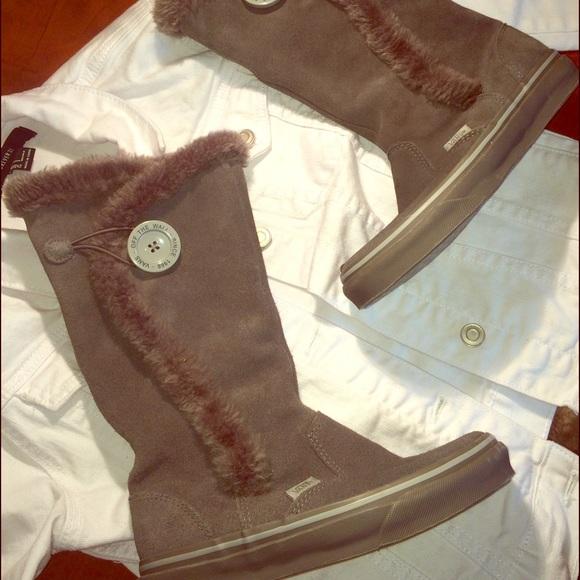 b6b06844d0 ... Vans Faux Fur Lined Boots. M 58ac6e7f4127d0eeef1f5f81
