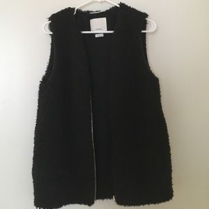 WILFRED black faux fur vest