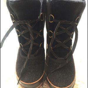 SOREL TIVOLI snow boots.