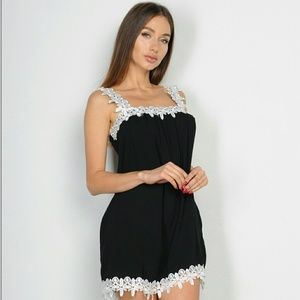 Tops - 🔥3 LEFT🔥Chic Black top with lace trim