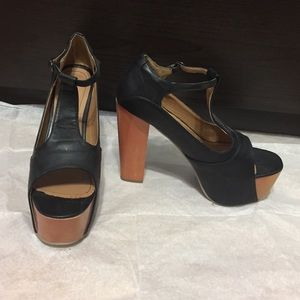 Erge Shoes - Black platform heels