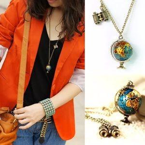 Jewelry - Globe necklace