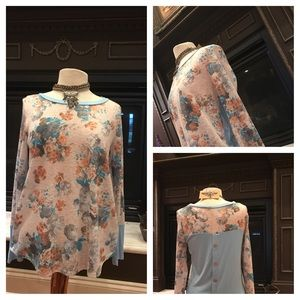 auditions  Tops - Floral print color block JUST IN