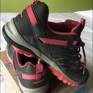 Keen Shoes - Trail Shoes: 💚SALE💚I accept most offers!