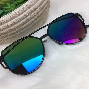 •Sunnies• Cat Eye Sunglasses Aviator Black Rainbow